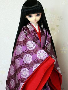 A ball jointed doll dressed in junihitoe.