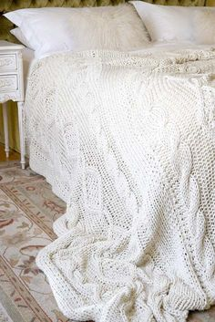 Free Cable Knit Bed Throw or Blanket Pattern. Cable Knit Blankets, Cable Knit Throw, Cozy Blankets, Knitted Afghans, Knitted Throws, Free Knitting, Knitting Patterns, Bed Throws, Knit Or Crochet