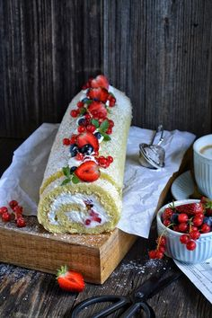 Sponge cake roulade • Delicious or delicious