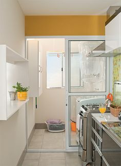 Decoração de cozinha e área de serviço integradas