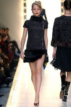 Moschino Fall 2003 Ready-to-Wear Fashion Show - Ives Kolling