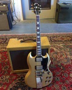 Gibson Les Paul/SG in Motherfucking Gold. Sg Guitar, Guitar Logo, Guitar Tips, Music Guitar, Cool Guitar, Guitar Lessons, Playing Guitar, Acoustic Guitars, Guitar Notes