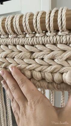 Macrame Design, Macrame Art, Macrame Projects, Macrame Knots, Macrame Wall Hanging Patterns, Macrame Patterns, Weaving Loom Diy, Rope Crafts, Tapestry Weaving