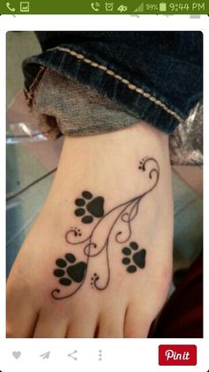Foot tattoos for women - Tattoo Designs For Women! Trendy Tattoos, Cute Tattoos, Beautiful Tattoos, Small Tattoos, Dog Tattoos, Body Art Tattoos, Tatoos, Family Tattoos, Cat Paw Print Tattoo