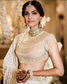 Get the latest look of Sonam Kapoor at her Wedding. Have a look of Sonam Kapoor's Mehendi Look here. Sonam Kapoor's Mehendi Look *Sonam's Latest Look *Sonam Gorgeous Look *Mehendi Look for Sonam Kapoor. Gold Lehenga, Bridal Lehenga, Bollywood Stars, Bollywood Fashion, Bollywood Lehenga, Bollywood Dress, Indian Dresses, Indian Outfits, Eid Outfits
