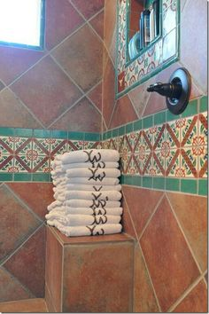 Mexican Tile Bathroom Showers (Mexican Tile Bathroom Showers) design ideas and p. - Mexican Tile Bathroom Showers (Mexican Tile Bathroom Showers) design ideas and photos Spanish Bathroom, Spanish Style Bathrooms, Spanish Tile, Mexican Style Homes, Spanish Style Homes, Mexican Home Decor, Spanish Revival, Spanish Colonial, Bad Styling