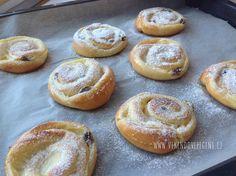 VÍKENDOVÉ PEČENÍ: Pudinkoví šneci s rozinkami Doughnut, Hamburger, Cheesecake, Muffin, Pizza, Bread, Cupcakes, Breakfast, Recipes