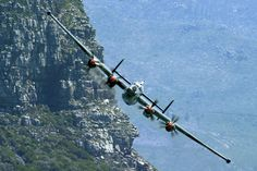 South African Shackleton at Table mountain Fighter Aircraft, Fighter Jets, Avro Shackleton, Great Britan, C130 Hercules, South African Air Force, Royal Air Force, Aviation Art, North Africa