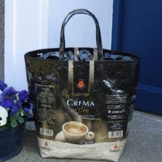 """Stylische Handtaschen aus Kaffeetüten kreiert - kreativ und schick! Kaffee Genuss """"to go"""" etwas anders :-)"""