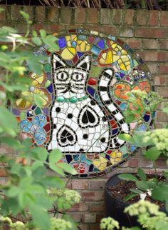 Pussy mosaic / Bonnington Square, London / The Artful Gardener