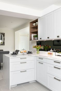 Contemporary shaker style cabinets.   Kitchen by Elan Kitchens, 55 New King's Road, London, SW6 4SE Tel: 020 7384 0511 Email: info@elankitchens.co.uk Website: www.elankitchens.co.uk Shaker Style Cabinets, Kitchen Cabinets, Modern Kitchens, Surrey, Sweet Home, Interiors, London, Contemporary, Website