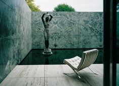 Keith Williams' Inspiration: The Barcelona Pavilion by Mies van der Rohe Ludwig Mies Van Der Rohe, Vintage Decor, Vintage Furniture, Cool Furniture, Walter Gropius, Hyde Park, Bauhaus, Architecture Details, Modern Architecture