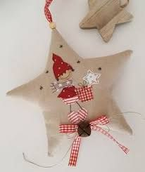 Resultado de imagen de holzfiguren für winter & weihnachten Fabric Christmas Ornaments, Christmas Sewing, Christmas Goodies, Christmas Stockings, Christmas Decorations, Christmas Makes, Christmas Art, Handmade Christmas, Christmas Holidays