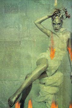 "photo italienne de mode : Paolo Roversi, mars 1997, série ""Platinium"", Vogue Italia, vert pâle, 1990s"
