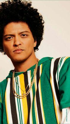 Wow ❤ Bruno Mars Tumblr, Mars Wallpaper, Beautiful Men, Beautiful People, Perfect Music, Poses, We The People, Future Husband, Role Models