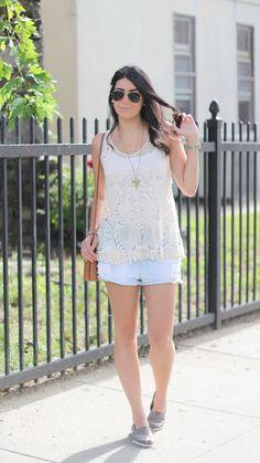 Jessica Flores,beautifulll www.borboletasnacarteira.com.br ..esse é o blog dela... :).