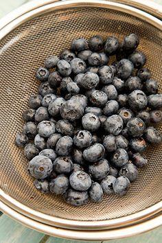 TORT CU CREMA DE AFINE SI MASCARPONE   Diva in bucatarie Creme, Blueberry, Fruit, Mascarpone, Berry, Blueberries