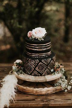 Stilvolle Ideen für eine Hochzeitstorte mit Fondant - Hochzeitskiste Pretty Cakes, Beautiful Cakes, Lightroom, Chandelier Cake, Fondant, Boho Cake, Post Workout Smoothie, Online Cake Delivery, Boyfriends