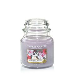Medium Jar Candles have up to 90 hours of burn time available, and come in your favourite Yankee Candle fragrances. Bougie Yankee Candle, Candle Jars, Mason Jars, Candles, Beach Flowers, Snow Globes, Perfume Bottles, Fragrance, Design