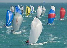 La regata di barca a vela classe J-70 nel quinto e ultimo giro della gara di Quantum Key West in cui hanno partecipato 121 imbarcazioni. Key West, Florida, Stati Uniti. Venerdì 25 gennaio 2013. (AP Photo/Florida Keys News Bureau, Andy Newman)