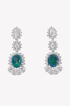 Ода опалам в коллекции драгоценностей Dior et d'Opales   Украшения   VOGUE Dior Jewelry, Pendants, Bracelets, Earrings, Vogue, Fashion, Ear Rings, Moda, Stud Earrings
