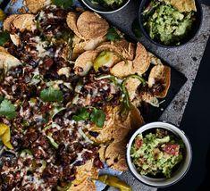 Nachopelti härkiksellä on täydellinen tv-eväs. Nachos, Palak Paneer, Paella, Mozzarella, Food And Drink, Yummy Food, Vegan, Ethnic Recipes, Tv