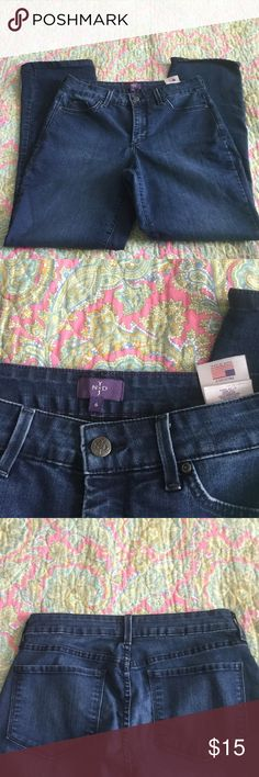 NYDJ Jeans Size 6 77% Cotton, 21% Polyester, 2% Spandex. Good using condition. From smoke free home NYDJ Jeans