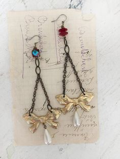 dressedrepurposed upcycled metal bow earrings faux pearl von Arey