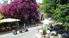 Hinter der Markthalle von Kos Stadt liegen super schöne Tavernen. Griechenland.