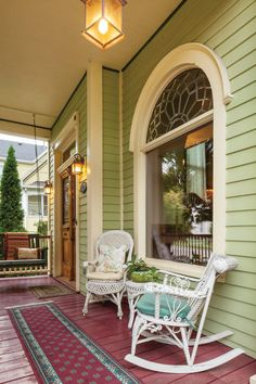 The Queen Anne: Victorian Architecture and Décor - Old House Journal Magazine Victorian Porch, Victorian Cottage, Victorian Homes, Victorian Dollhouse, Victorian Decor, Style At Home, Porches, House Journal, Dreams