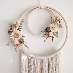 Boho Wallhanging Boho Dreamcatcher Dried Flowers Floral Wallhanging Dream Catcher Bohemian Boho Style N Yarn Wall Art, Yarn Wall Hanging, Wall Hangings, Mural Floral, Floral Wall, Boho Dekor, Diy And Crafts, Arts And Crafts, Creation Deco