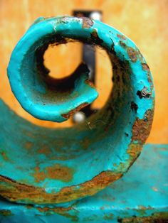 The contrast between the turquoise and the rust highlights the texture within the photo, along with its spiral shape. Texture Metal, Rust Never Sleeps, Peeling Paint, Shades Of Turquoise, Rusty Metal, Art Abstrait, Abstract Photography, Wabi Sabi, Textures Patterns
