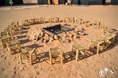 Disfruta bajo la luz de las estrellas (Itran) y la luna (Ayur) de un espectáculo de música y danza de manos de los hombres que viven en el desierto #viajeamarruecos #zagora #desierto #sáhara