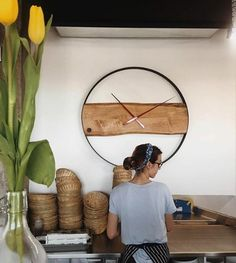 Wall Clock Wooden, Wood Clocks, Diy Clock, Clock Decor, Homemade Wall Clocks, How To Make Wall Clock, Wall Clock Design, Funky Furniture, Decoration