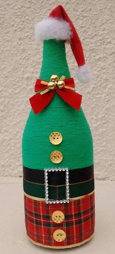 Garrafa com barbante tema festa frozen Wine Bottle Art, Painted Wine Bottles, Diy Bottle, Wine Bottle Crafts, Outside Christmas Decorations, Diy Christmas Ornaments, Holiday Crafts, Christmas Wine Bottles, Christmas Makes