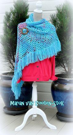 Dit is een gratis patroon van Drops (patroonnr. 123-22)  http://www.pinterest.com/pin/126734176986816992/  De sjaal is gehaakt met Royal en haaknaald 6.