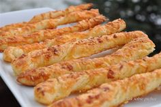 Paluszki z ciasta francuskiego Onion Rings, Ethnic Recipes, Food, Essen, Meals, Yemek, Onion Strings, Eten