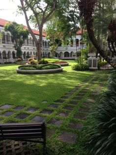 The Oranje Hotel (Dutch colonial period) / Hotel Yamato (Japanese Occupation) / Hotel Majapahit (Today) in Surabaya, East Java, Indonesia Dutch Colonial, British Colonial, Colonial Exterior, Dutch East Indies, Islamic Architecture, Vintage Travel Posters, Surabaya, Outdoor Living, Beautiful Places
