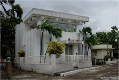 """Manila Cemetery Known as """"Beverly Hills of the Dead"""" Is Full of Luxurious Mansions Garden Villa, Modern Mansion, Luxury Living, Black House, Cemetery, That Way, Beverly Hills, Modern Design, Pergola"""