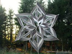 Do you fancy homemade winter window decorations? Then here comes the lead … - DIY Origami Paper Snowflakes, Paper Stars, Decoration Christmas, Christmas Crafts, Xmas, Winter Decorations, Diy Flowers, Paper Flowers, Snow Flakes Diy