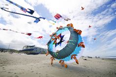 Lincoln City Kite Festival | Travel Oregon ~ passing on family friendly adventures, one blog post at a time! www.mfahlgrenphotography.com