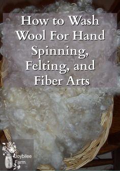 Tutorial to teach you the best way for washing wool fleece by hand for spinning, felting, or knitting. Alpaca Wool, Sheep Wool, Wool Yarn, Knitting Wool, Spinning Wool, Hand Spinning, Wet Felting, Needle Felting, Wool Dryer Balls