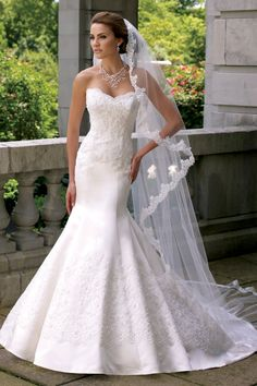 Classic Vintage Ivory White $$ - $701 to $1500 Ballroom Beading Country David Tutera for Mon Cheri Fit-n-Flare Floor Historic Site Lace Satin Strapless Summer Sweetheart Wedding Dresses Photos & Pictures - WeddingWire.com