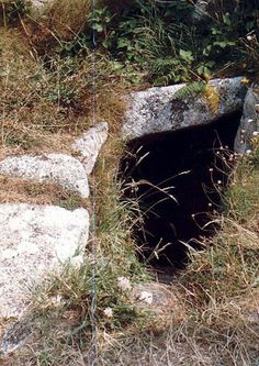 A Celtic well later Christianised, this is the only holy well in Scilly. Located on the rocky shore above St Warna's Cove on St Agnes