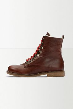 KMB Lace-Up Boots - anthropologie.eu Spanish shoemakers, KMB, have been honouring their raison d'etre since 1980: crafting beautiful, versatile and, above all, well-made shoes. We love the sumptuous faux fur lining of these winter-perfect hiking boots.