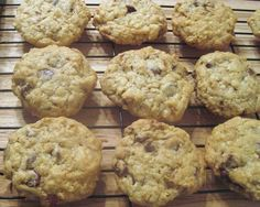 This recipe came to The Times in 2000 during the Bush-Gore presidential campaign when Family Circle magazine ran cookie recipes from each of the candidates' wives and asked readers to vote. Laura Bush's cowboy cookies, Delicious Cookie Recipes, Easy Cookie Recipes, Yummy Cookies, Yummy Food, Easy Recipes, Skinny Recipes, Bar Cookies, Pudding Cookies, Shortbread Cookies