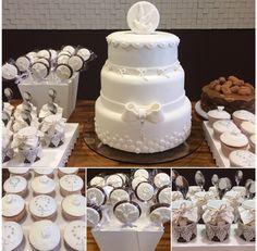 Mesa decorada para Batizado / Primeira Comunhão por @brunamarinoni  #cakedesign #decoraçãodefestas #baptism #firstcommunion #docinhos #mesadedoces #pirulitosdecorados #cupcakes