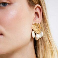 Alloy Earrings Natural Stone Dangle Earrings Drop Earrings for Girls and Women Girls Earrings, Dangle Earrings, Natural Stones, Dangles, Cooling Mattress, Pearls, Metal, Stuff To Buy, Jewelry