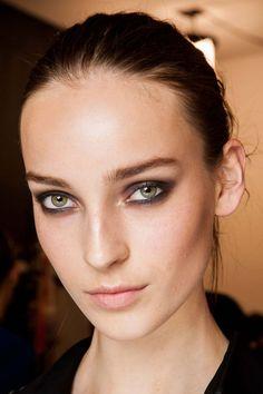 Diane von Furstenberg Fall 2015 Ready-to-Wear Fashion Show Beauty Show Beauty, Beauty Art, My Beauty, Beauty Makeup, Hair Beauty, Beauty Hacks, Beauty Style, Eyebrow Makeup, Face Makeup