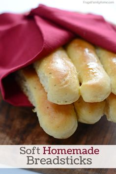 Homemade Garlic Breadstick Recipe, just like Olive Garden. With this easy recipe, you can make homemade garlic breadsticks at home anytime. Come watch the step by step video.